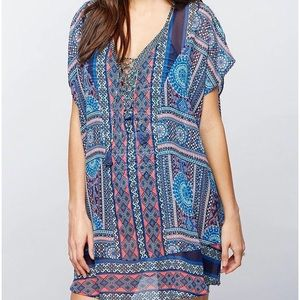 A Pea in the Pod swimsuit cover up